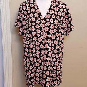 Cabi floral v-neck, short sleeved top. Size medium